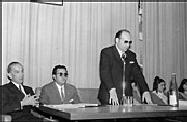 Año 1969. Félix Serrano presenta a Luis Gómez Laguna, que ha titulado la conferencia que va a impartir «Aragón, paisaje y carácter». Es una actividad conjunta del Grupo Cultural y del Instituto José María Albareda.